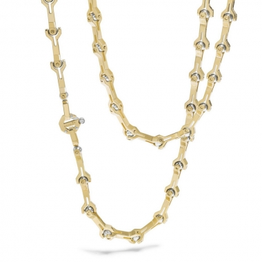 A chain of yellow gold and steel